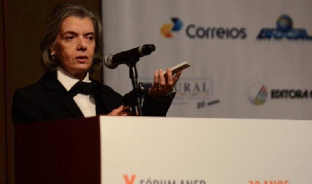 'Não existe democracia sem imprensa livre', diz ministra Cármen Lúcia