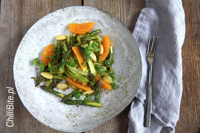 tagliatelle z zielonych szparagów z pomarańcza i migdałami