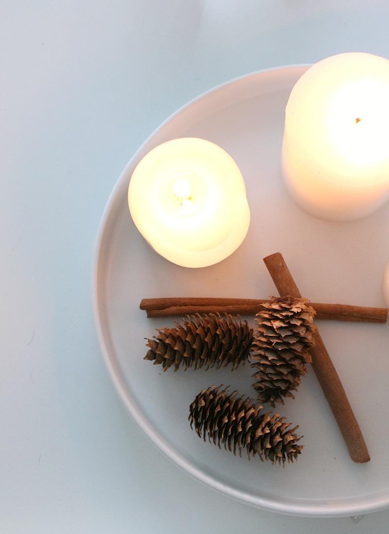valkoinen kynttiläasetelma