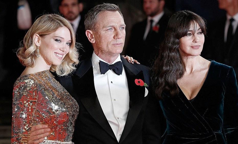 Daniel Craig,Lea Seydoux & Monica Bellucci at the Spectre premiere Red carpet