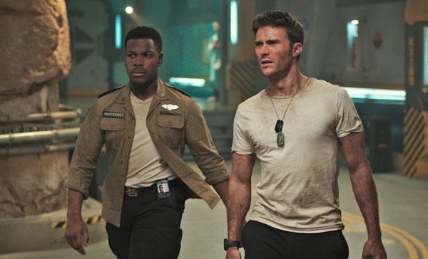 John Boyega and Scott Eastwood in PACIFIC RIM UPRISING (2018)