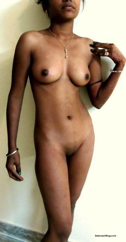 Busty black girl self pic