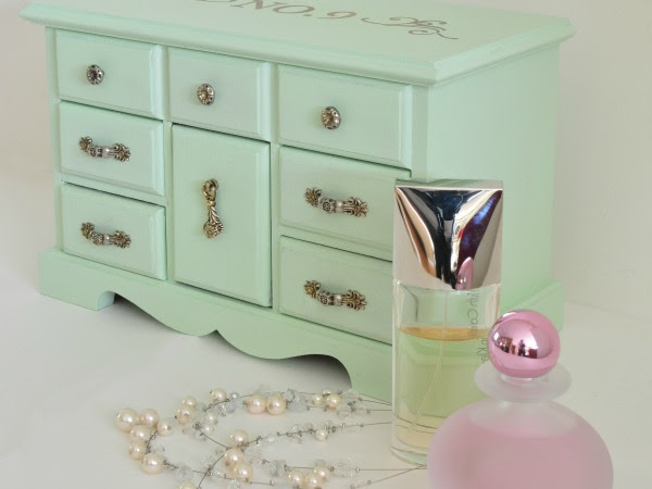Mint Vintage No 9 Jewelry Box Makeover