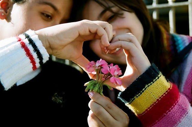 Pictures Of Holding Hands-Romantic Couples - Top Profile ...