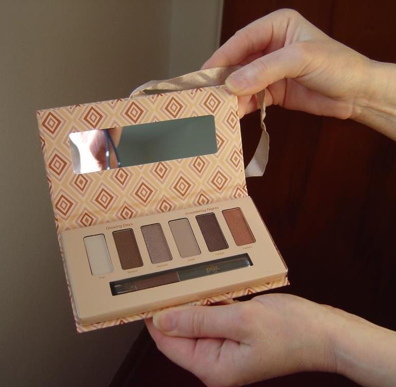Pur Minerals Au Naturel Eye Shadow Palette, opened.jpeg