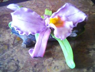 orquidea hecha en casa con masa flexible porcelana fria