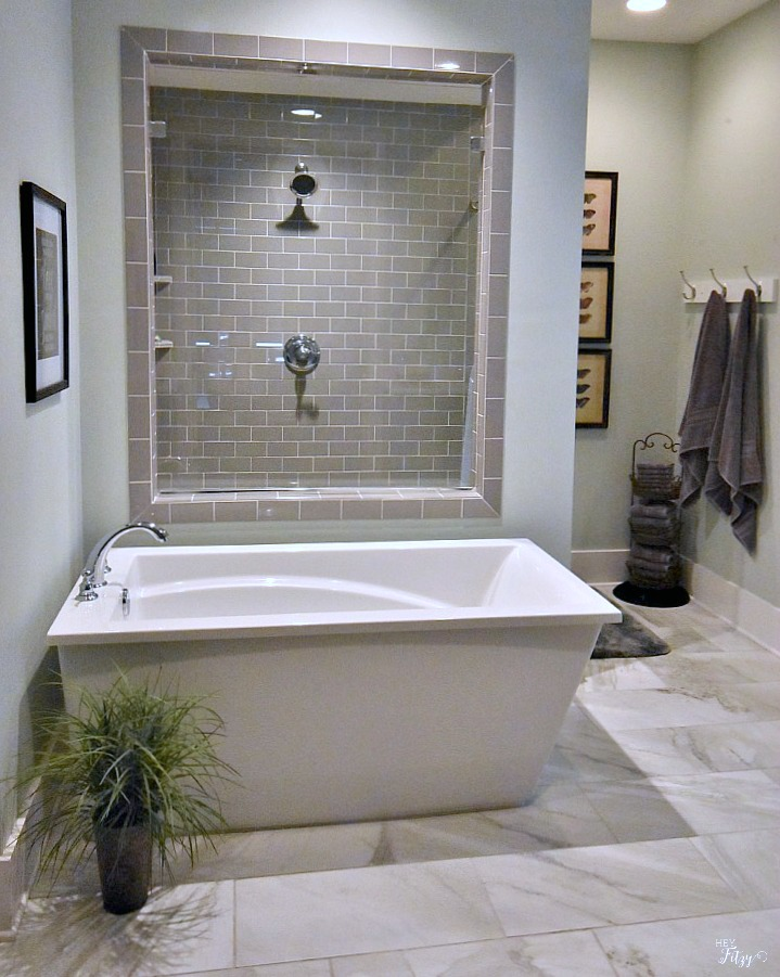 Visit this amazing southern interior home tour at Poofing the Pillows. Tammy of Hey Fitzy is sharing her new Southern Living style home filled with the latest in home trends. See this beautiful master bath with a huge walk in shower and soaking tub.