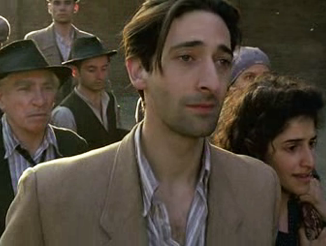 Wladyslaw Szpilman (Adrien Brody) en El pianista del gueto de Varsovia - Cine de Escritor