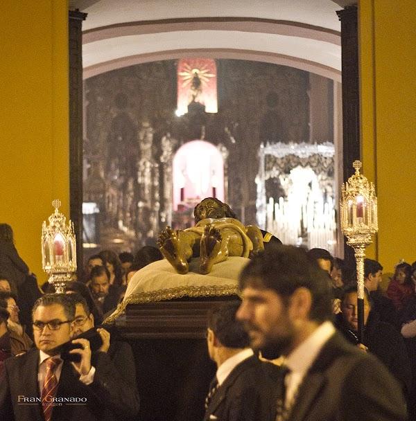 Vía Crucis con la Sagrada imagen de Cristo Yacente de la Hdad. del Santo Entierro de Arahal