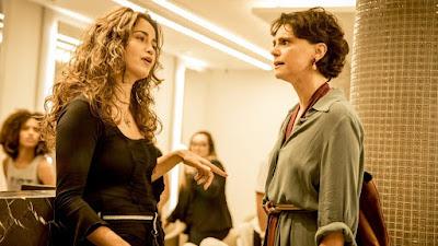 Érica e Lídia em confronto na novela Amor de Mãe (Foto: Reprodução)