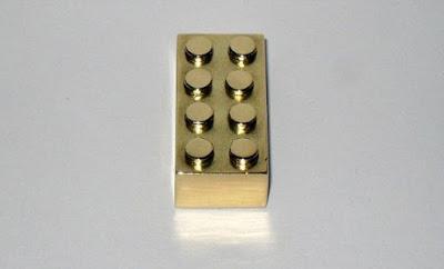 Blok LEGO Yang Diperbuat Daripada Emas