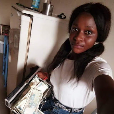"Photos: ""I m too busy to impress haters and fake peoples""- says female UNICAL student as she shows off her money"