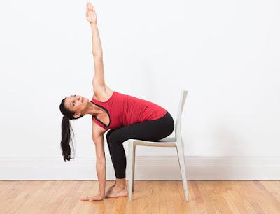 Tư thế Yoga đại bàng lượn- với ghế