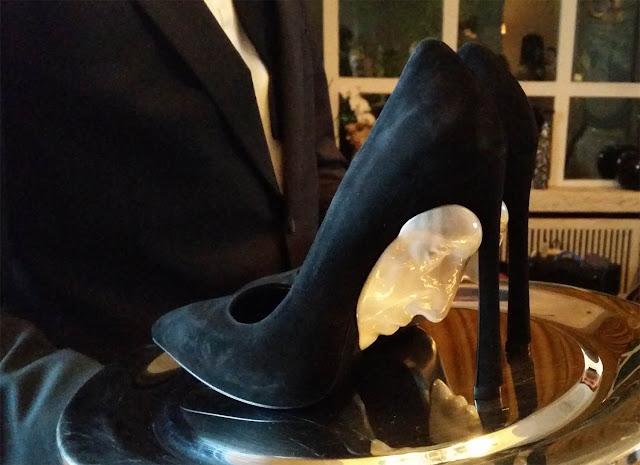 Schuhe auf dem Tablet