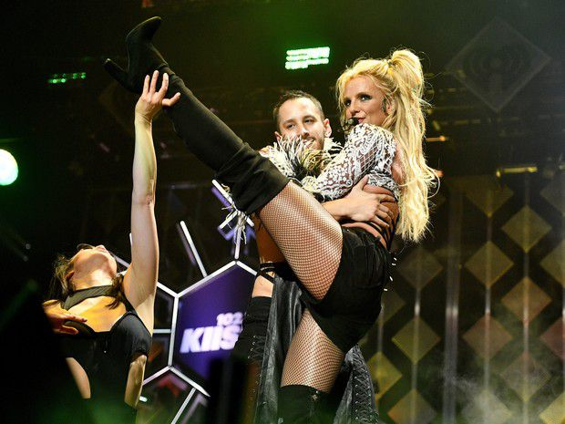 Britney Spears in show: powerful!