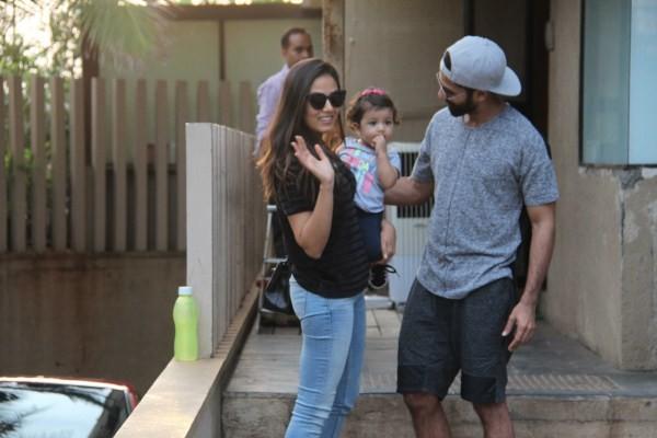 Shahid Kapoor-Mira Rajput with Misha Spotted at Khar