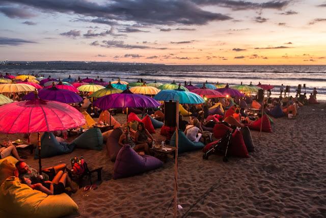Pantai Kuta & Seminyak sebagai Tempat Wisata Malam di Bali