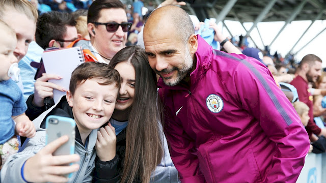 Pep-guardiola-with-manchester-city-fans