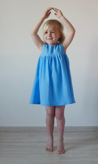 Blue dress - ballerina pose