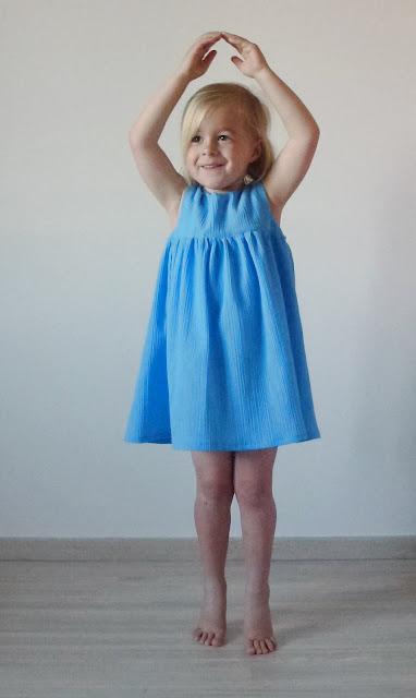 Blue dress - ballerina pose