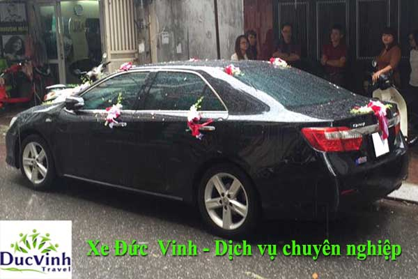 duc-vinh-cho-thue-xe-cuoi-toyota-camry-2-0-e-mau-den-gia-tot-tai-cau-giay