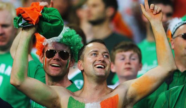 """Irlandeses cantan el """"Padre Nuestro"""" a monja y se hace viral"""
