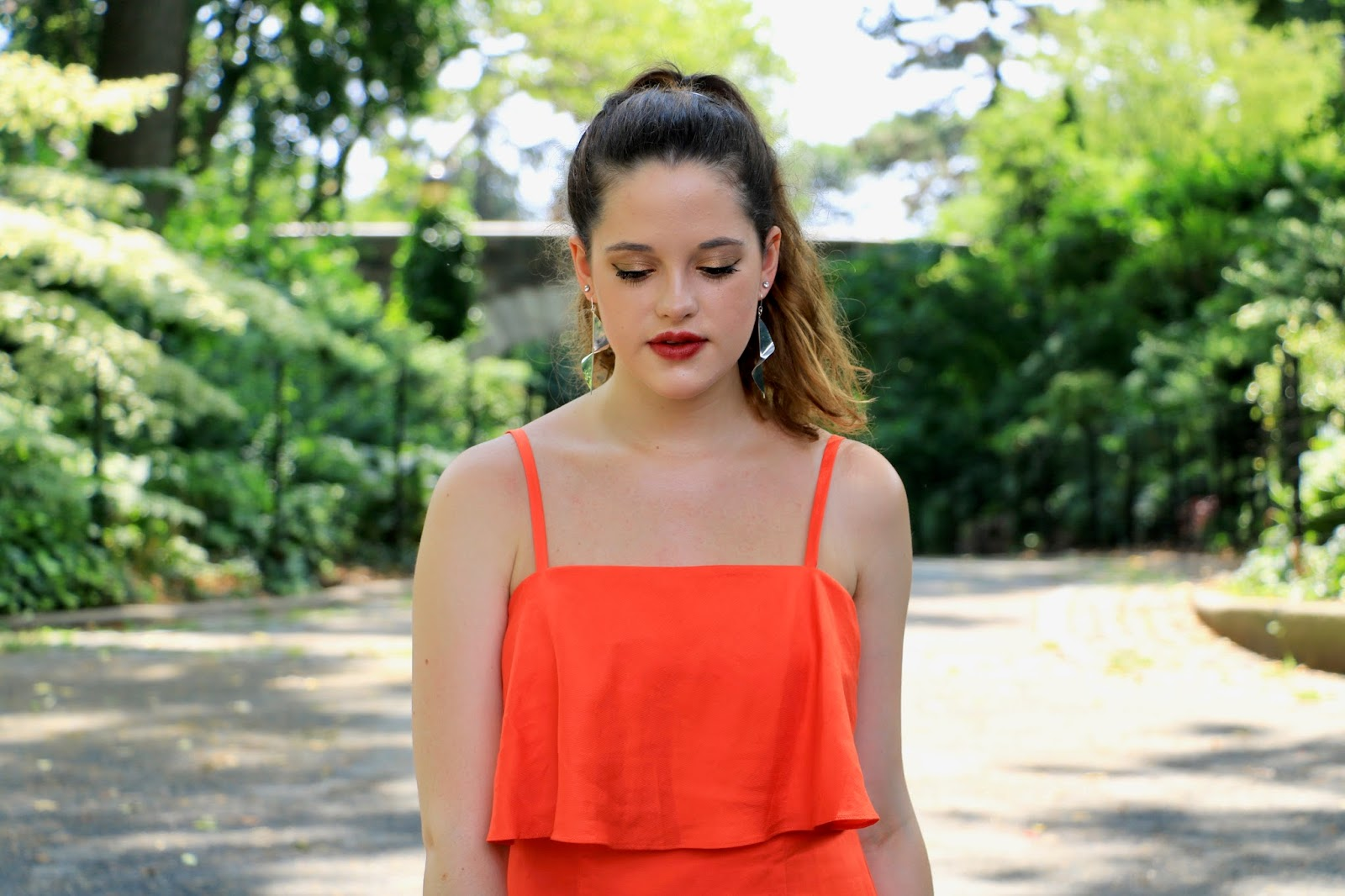 Fashion blogger Kathleen Harper of Kat's Fashion Fix in summer wedding makeup