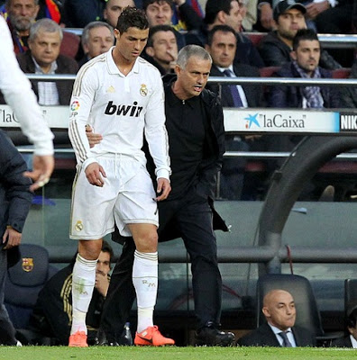 Mourinho talks to Cristiano during a Real Madrid match