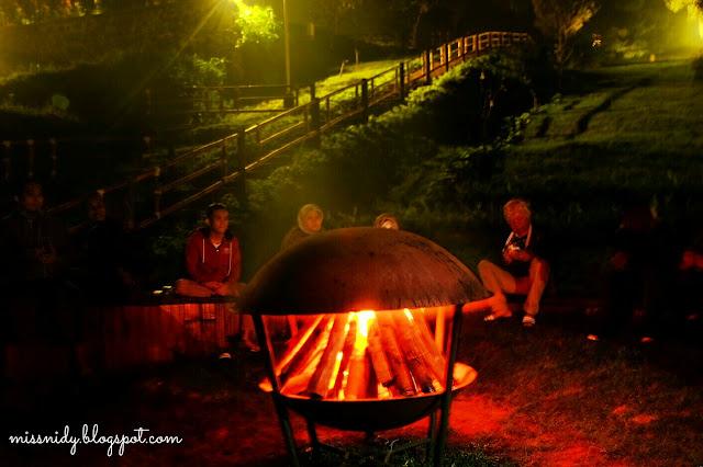glamping dan api unggun di trizara resort bandung
