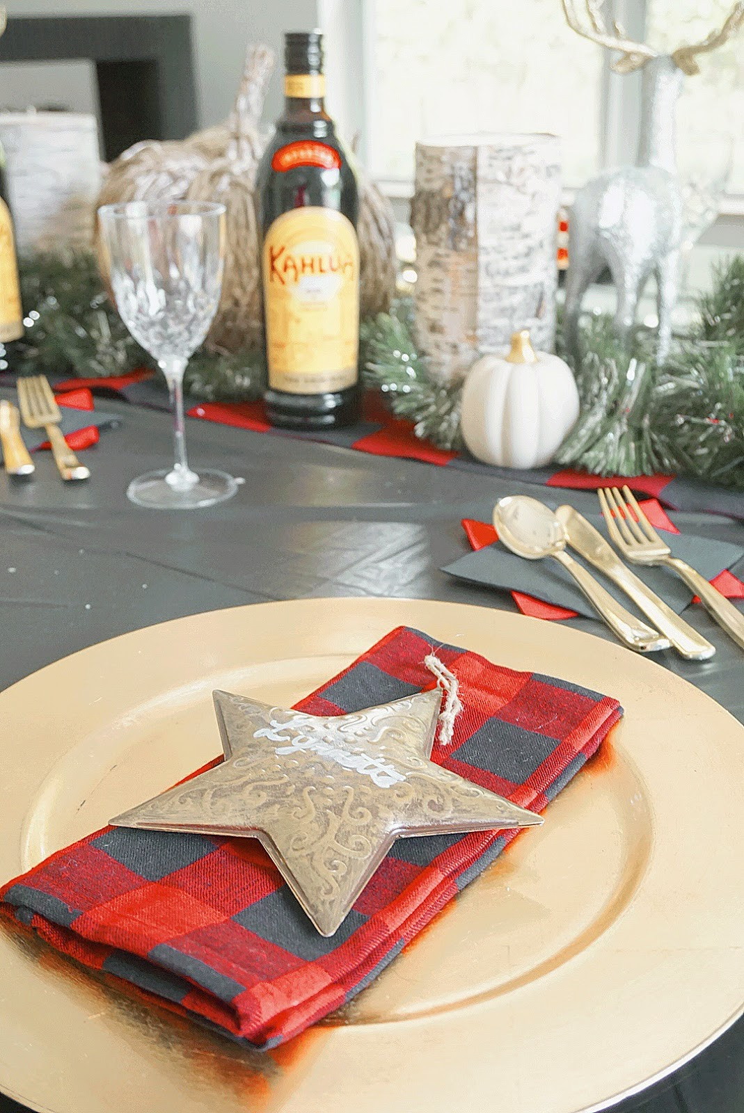 Flannel-Table-Decor-Ideas-Holiday-Party