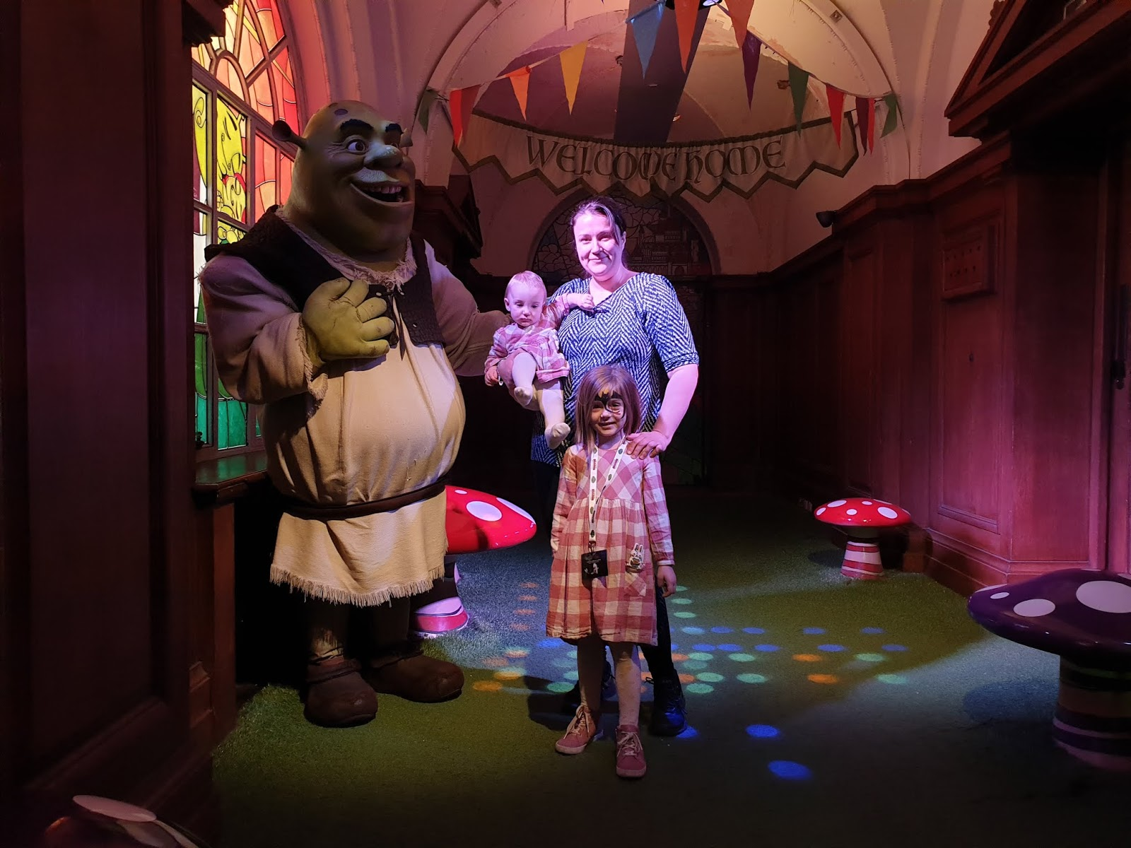 meeting shrek at shreks adventure