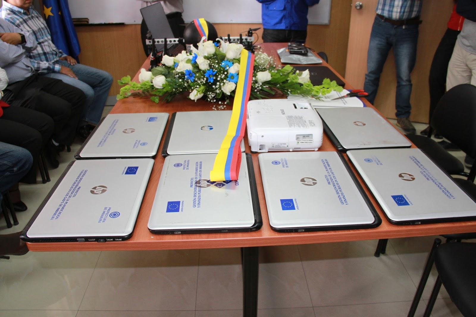 Somos del mismo barro uni n europea entrega equipos de for Muebles de oficina ibarra