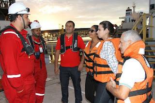 http://vnoticia.com.br/noticia/1463-vazamento-de-petroleo-no-porto-do-acu-esta-controlado-dizem-autoridades-sanjoanenses