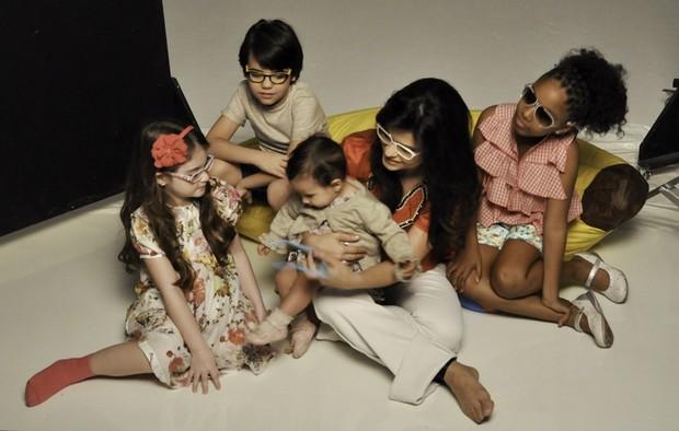 70dedea1bc08c Aline Barros fotografa para campanha publicitária de óculos infantis (Foto   Divulgação)