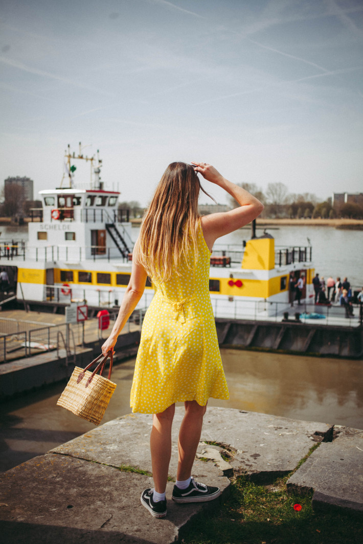Outfit: Sunday in Antwerp, vintage yellow dress with vans