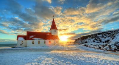 Iglesia de Vík en el itinerario de 5 días