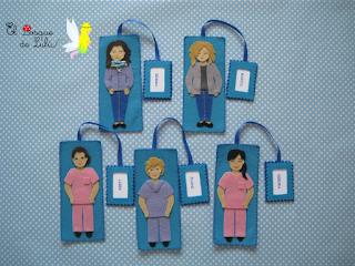 marcapáginas-punto-libros-personalizados-en-fieltro-elbosquedelulu-hechoamanoparati-regalo-profesores-fin-curso-graduación-guardería-escuela-infantil