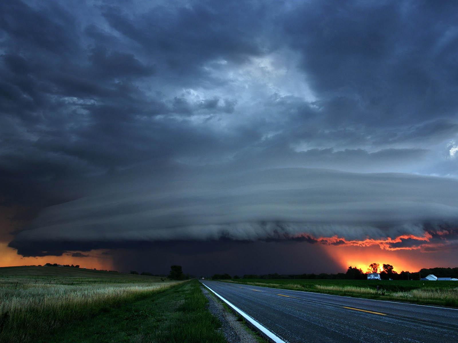 wallpaper: Tornado Paos