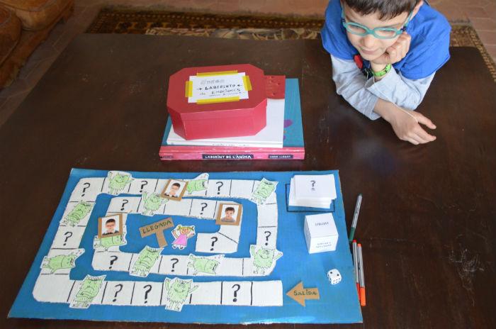 educacion emocional y cuentos, juego DIY laberinto emociones, tablero