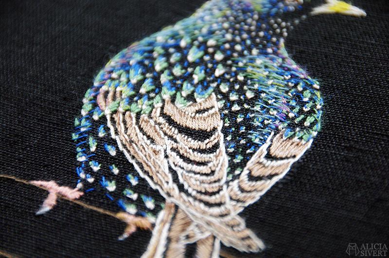 aliciasivert alicia sivertsson sivert broderi embroidery fritt frihandsbroderi needlework handicraft textile art textilkonst textil konst konstsömnad hantverk handarbete starling bird fågel stare i praktdräkt
