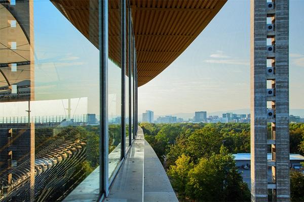 foto arquitectonica destacando las lineas exteriores de un estadio de futbol