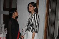 Sonam Kapoor Soha Ali Khan Konkona Sharma at Raw Mango store launch March 2017 015.JPG