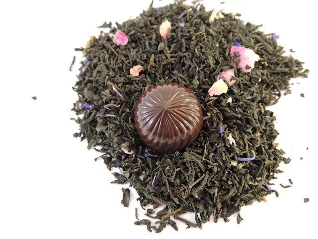 Recette de praline au chocolat noir infusée au thé à la violette (Palais des Thés)
