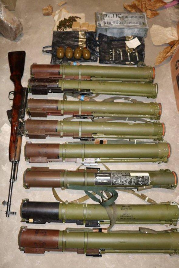 СБУ зупинила незаконну торгівлю зброєю з зони бойових дій