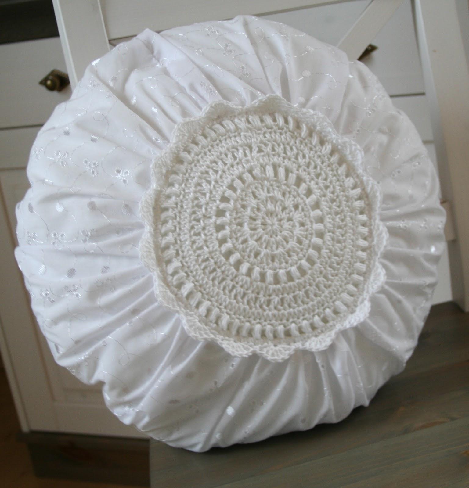 sweetlittlecottage shabby h kel kissen rund. Black Bedroom Furniture Sets. Home Design Ideas