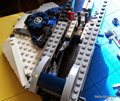 Avengers Quinjet 76032 LEGO floor hatch wing