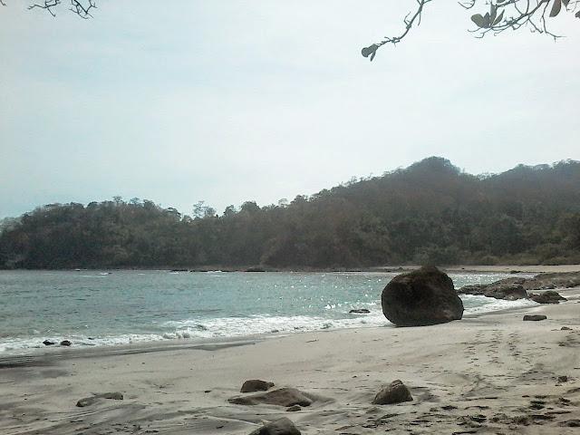 Pantai Wedi Ireng Surga Wisata Baru di Banyuwangi