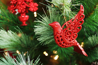 how to decorate a Christmas tree professio