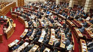Σφοδρή αντιπαράθεση στη Βουλή για τις τηλεοπτικές άδειες