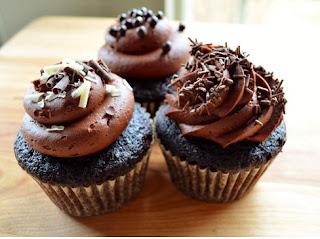 kue cupcake cokelat buttercream frosting